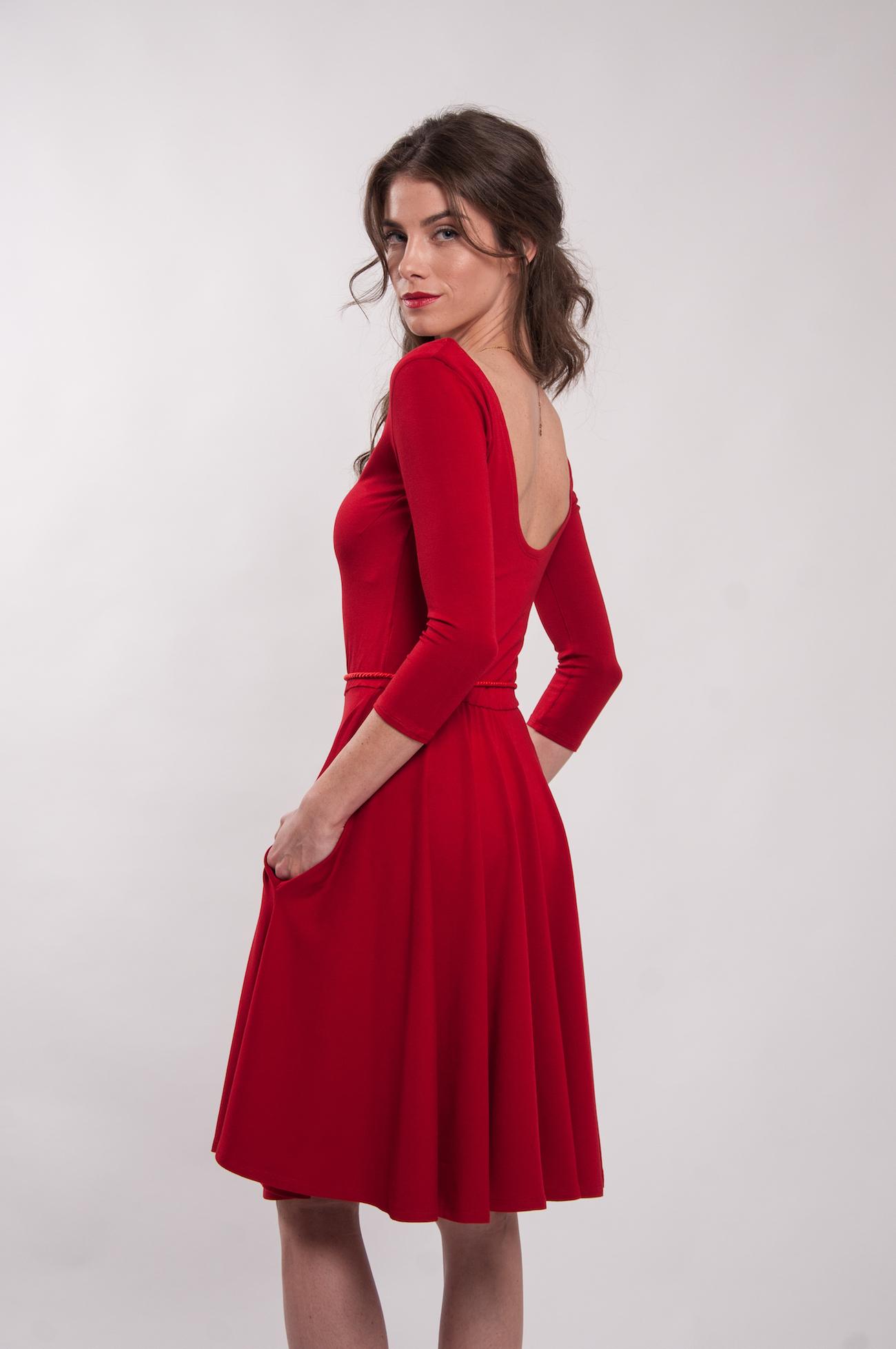 0789016f33a8 Červené šaty s 3 4 rukávy Karkulka