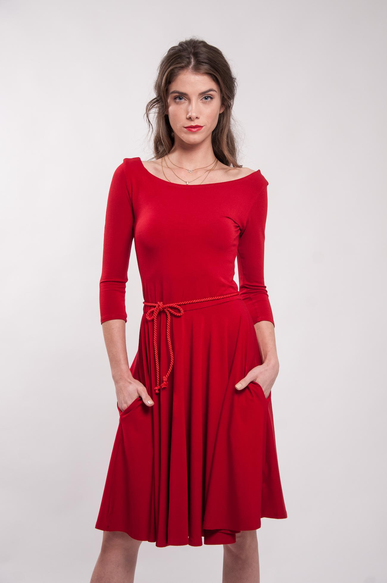 f3877500dc6e Červené bambusové šaty výstřihem Karkulka