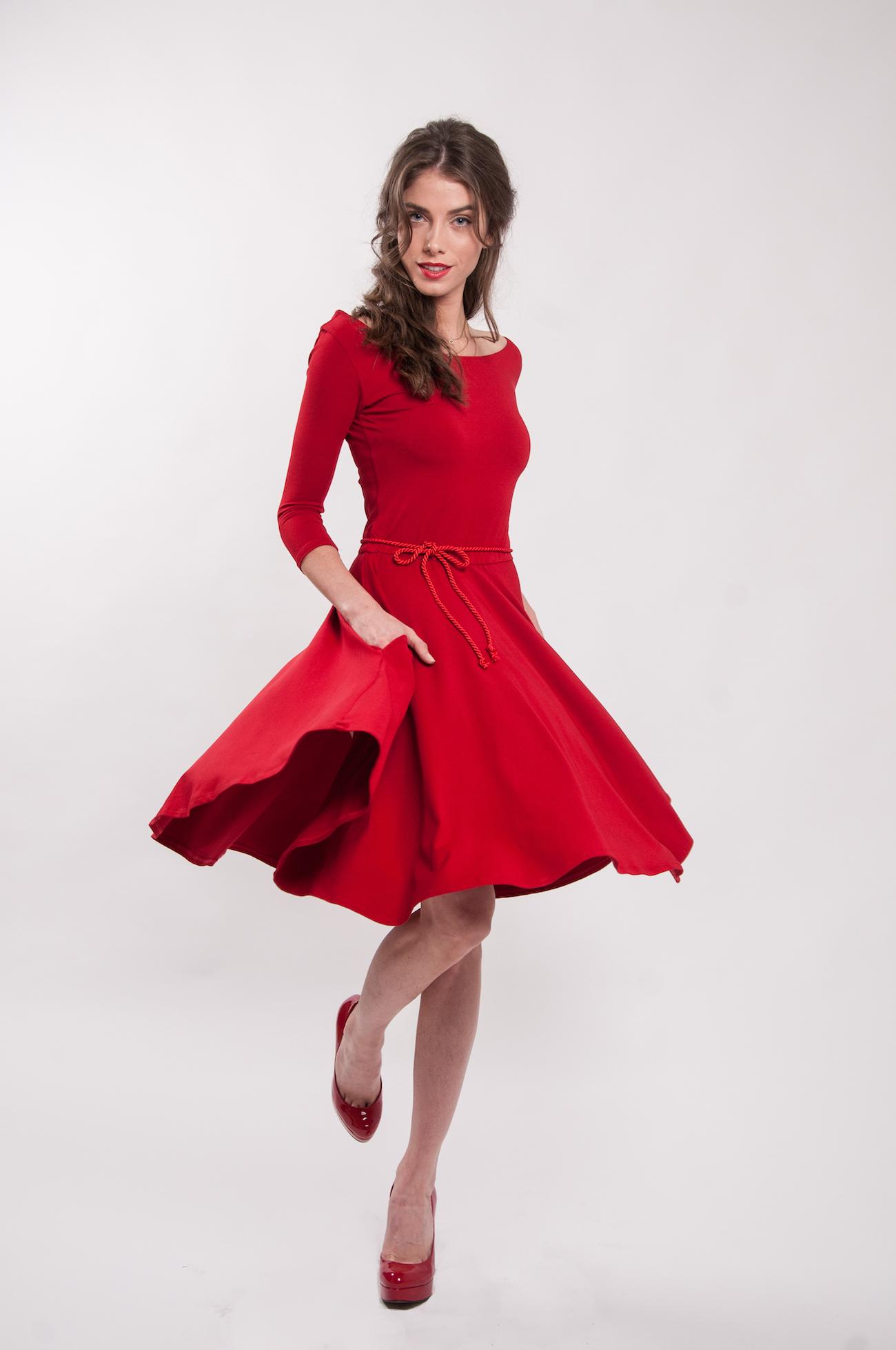 b0e42146fc6d Červené šaty s 3 4 rukávy Karkulka