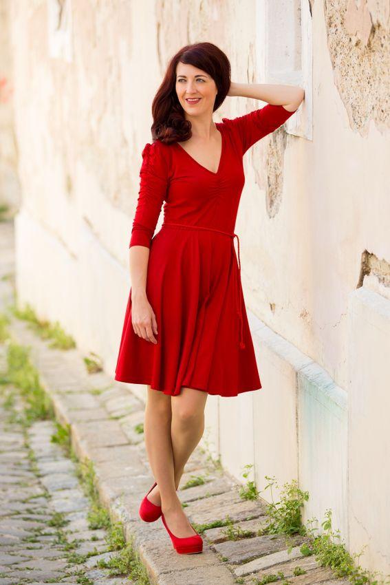 Červené bambusové šaty řasené Ruženka