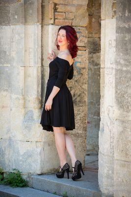 Černé bambusové šaty s výstřihem Lovely