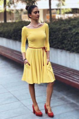 Žluté bambusové šaty s výstřihem Palculienka
