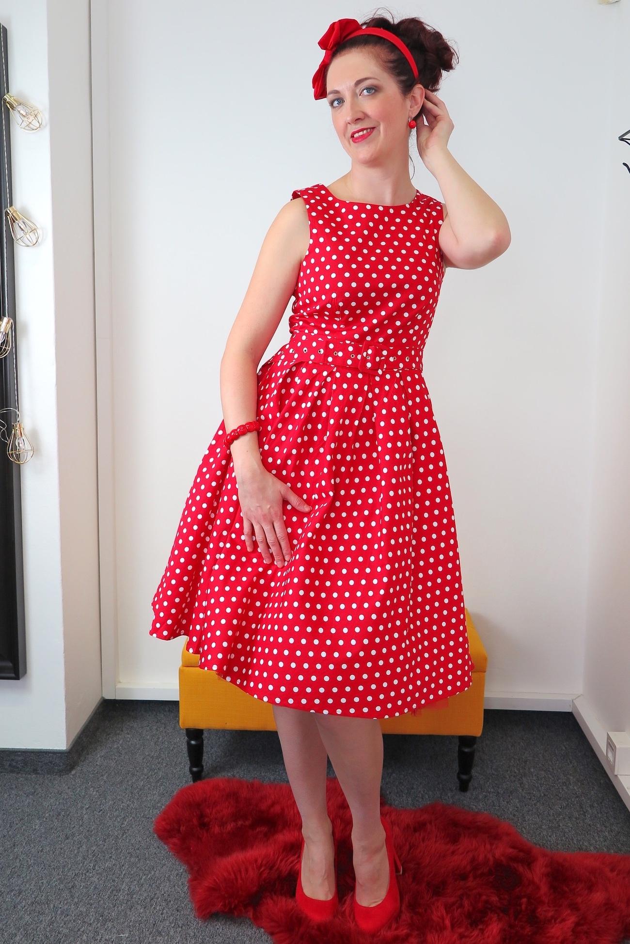 38223e2a8d79 Štylové červené retro šaty s bílýmy puntíky