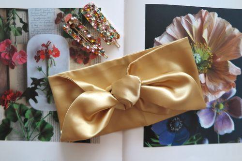 Saténová čelenka zlatá
